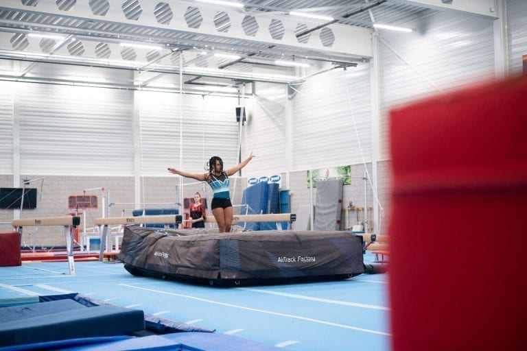 gymnast balance beam airbag sportqube landing